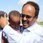 President-Farmajo-carrying-a-baby-3