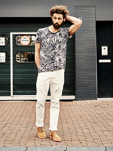 Scotch & Soda S/S14 Amsterdam Blauw Denim Collection Graphic print top brown suede brogue shoes white denim jeans