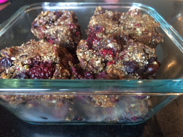 Healthy granola bars berry & chocolate