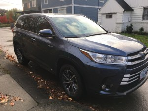 toyota highlander XLE hybrid vehicle - great car for moms