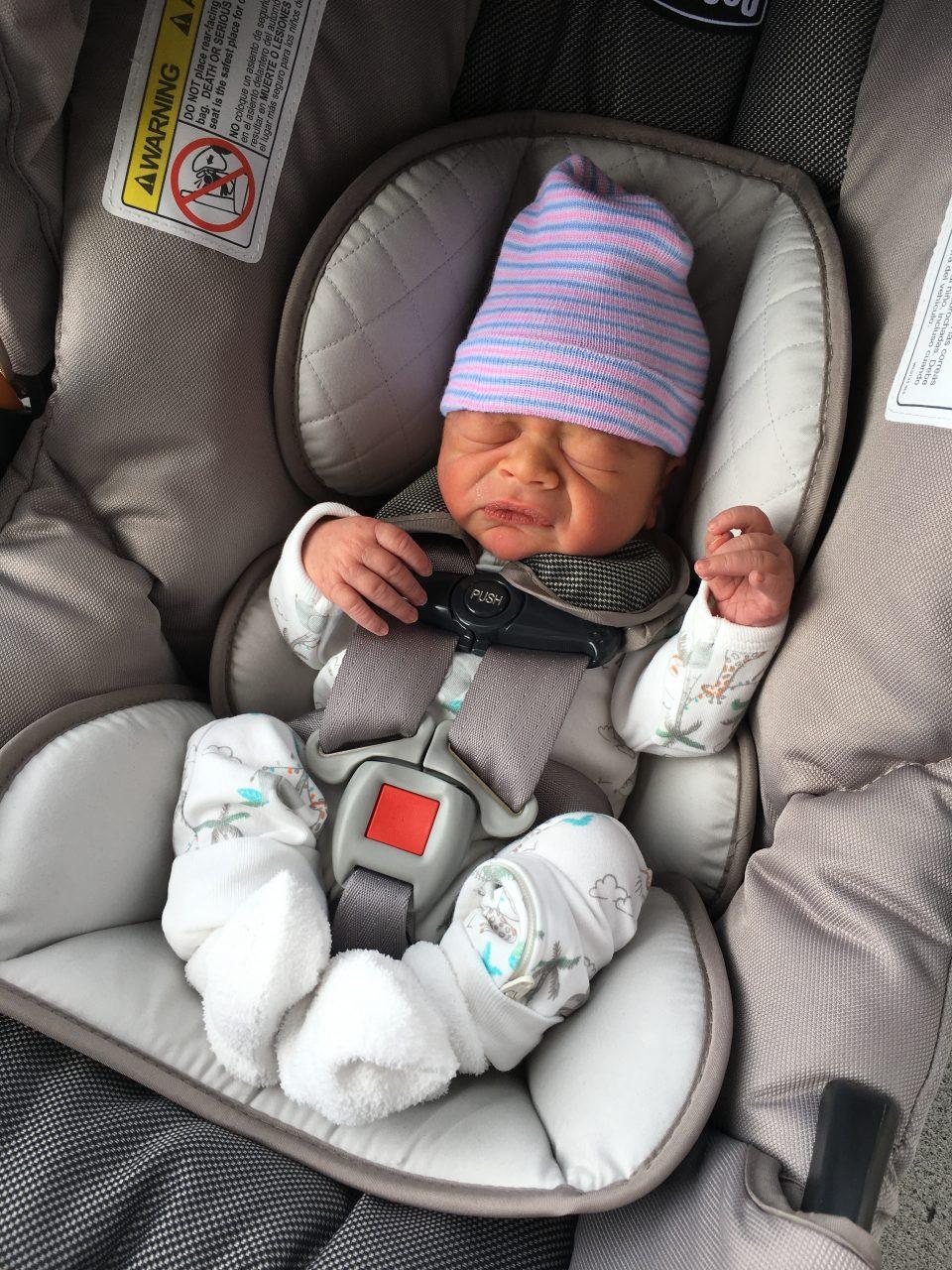 newborn baby carseat