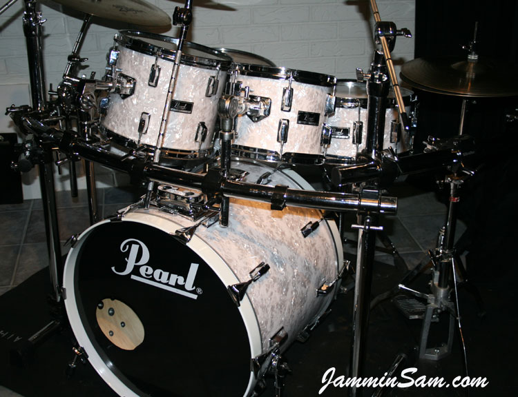 Vintage White Pearl  Original  on Drums   Jammin Sam Photo of Jerry Pate s Pearl drumset with Vintage White Pearl drum wrap  3