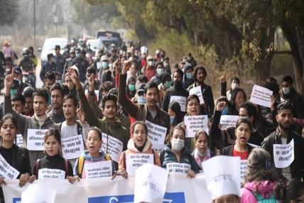 'शैक्षिक प्रतिगमनविरूद्ध टियू मार्च'