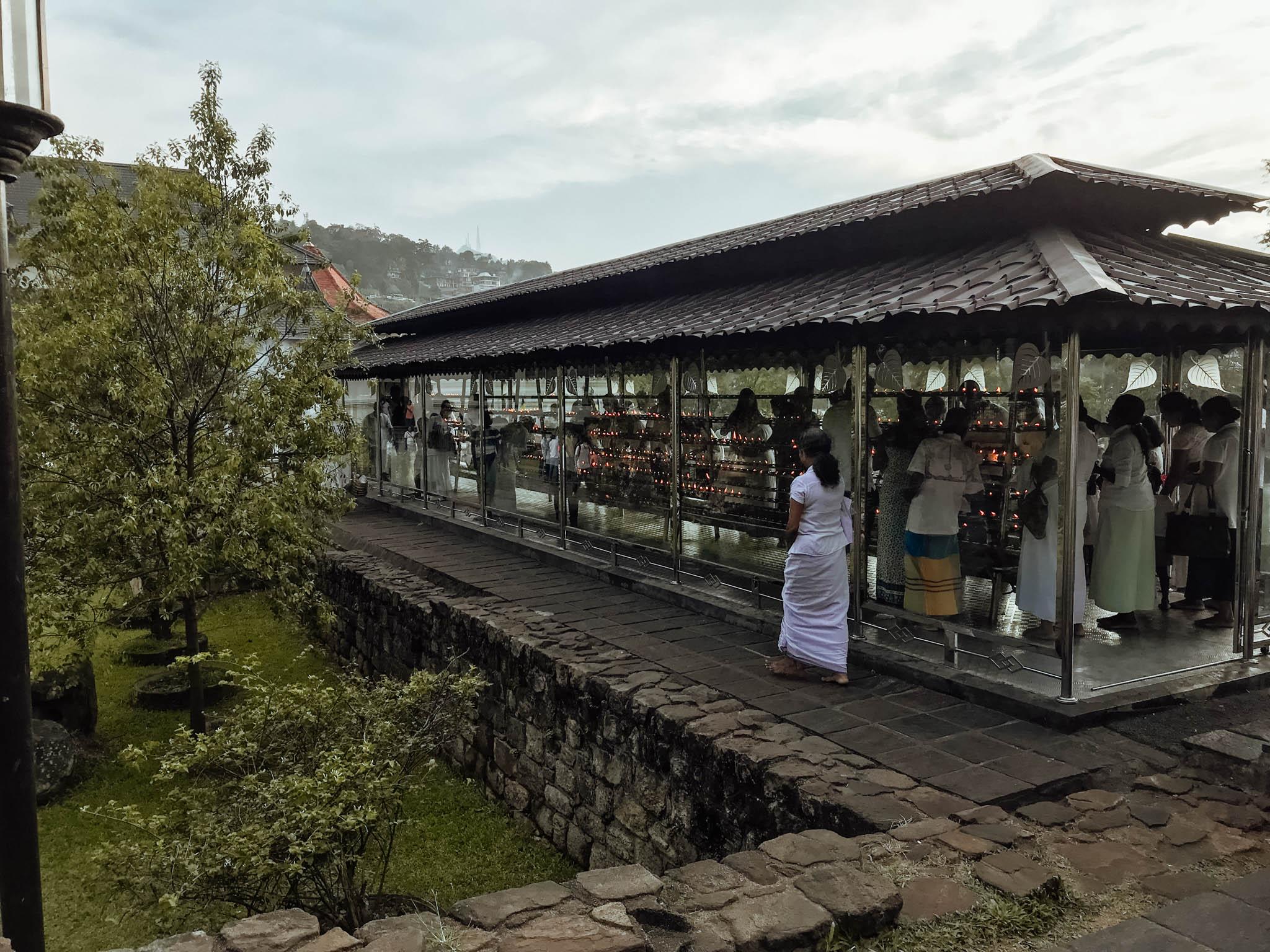 jana meerman temple of the tooth kandy sri lanka-1