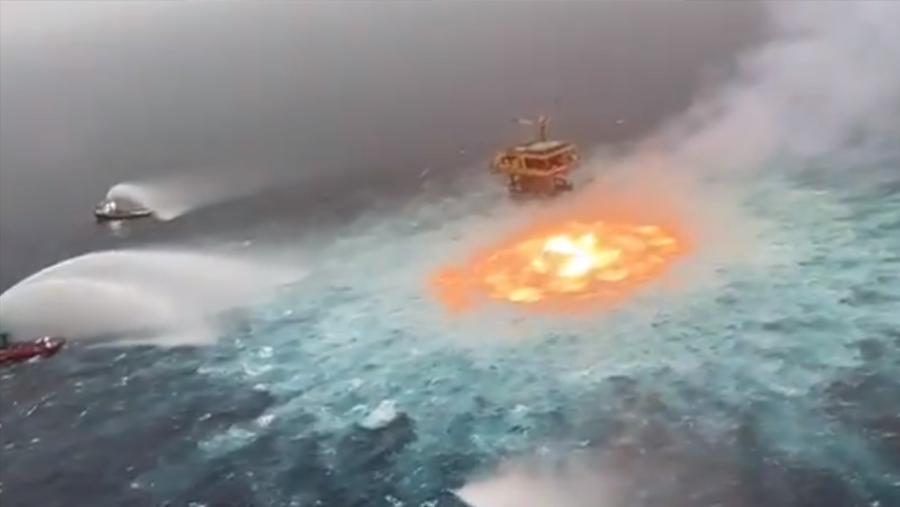 Sea fire: due to gas leak, viral video