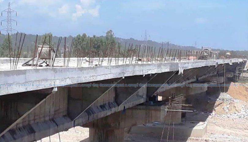पुल निर्माण अलपत्रः स्थानीयवासी आक्रोशित