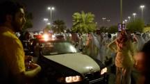 first-dignitiy-protest-kuwait-october-2012-poeple-police-dishdasha