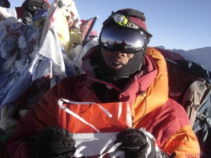 Broery di puncak Everest.