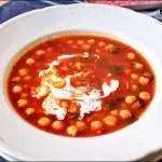 Kochbuchmittwoch: Tomatensuppe mit Kichererbsen