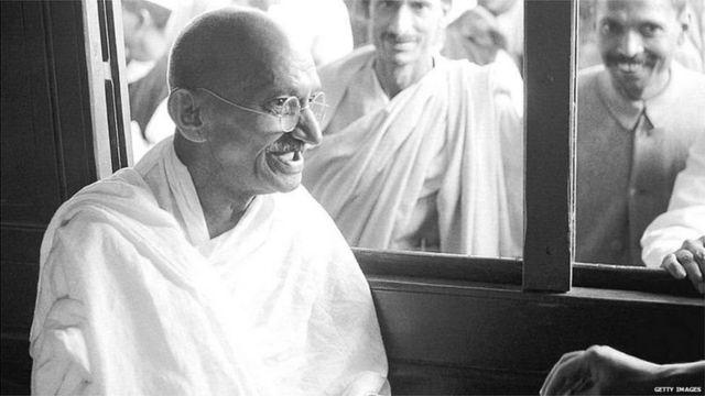 गांधी की अहिंसा को तिलांजलि देता नया भारत!