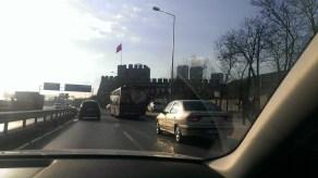 Vožnja do hotela, pogled na stare zidine grada