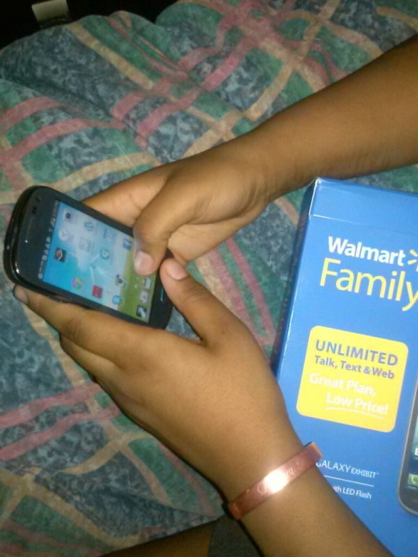 #FamilyMobile #CollectiveBias www.janeanesworld.com teenie bopper texting