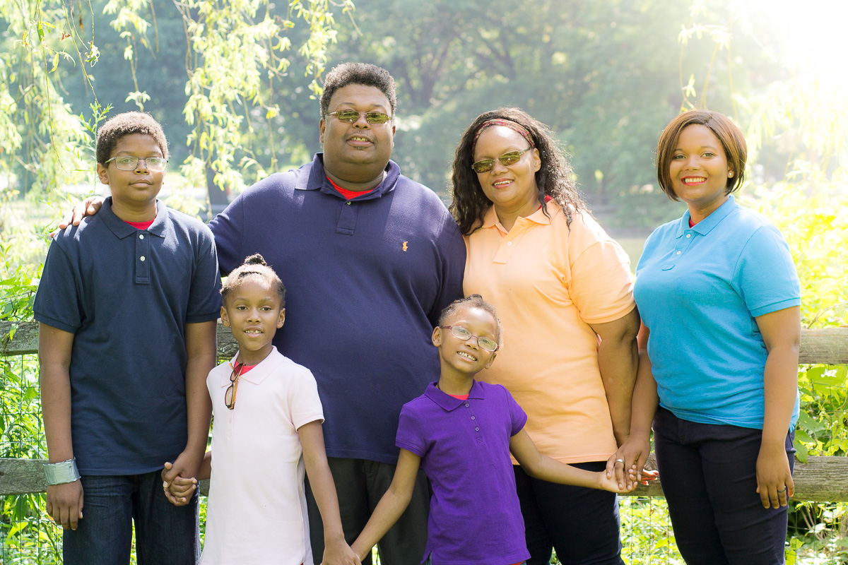picture of a family of six
