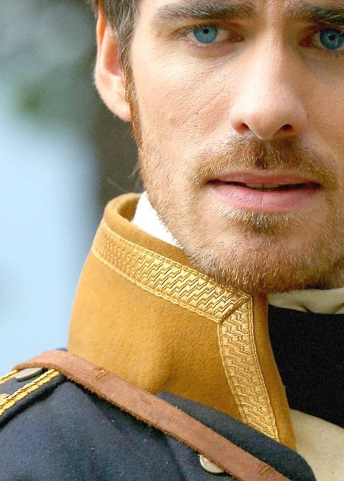 Colin_O_Donoghue, capitão Gancho em campanha para capitão Wentworth