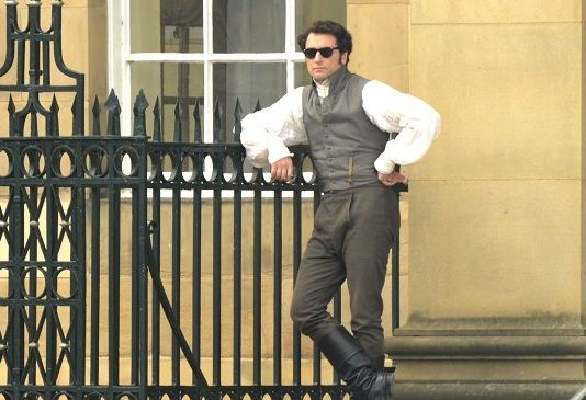 Mr. Darcy de óculos escuros