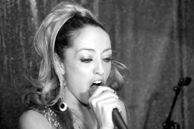 jane fox singer_b&w
