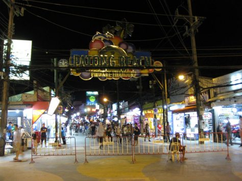 Die Bangla Road am Patong Beach