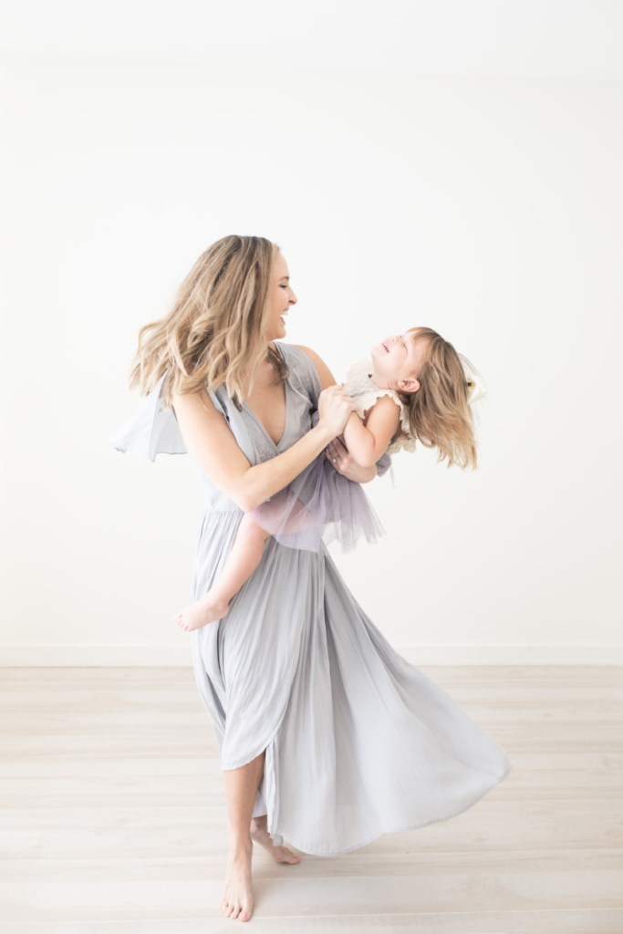 Mother daughter spinning, Amy Osborne Photography