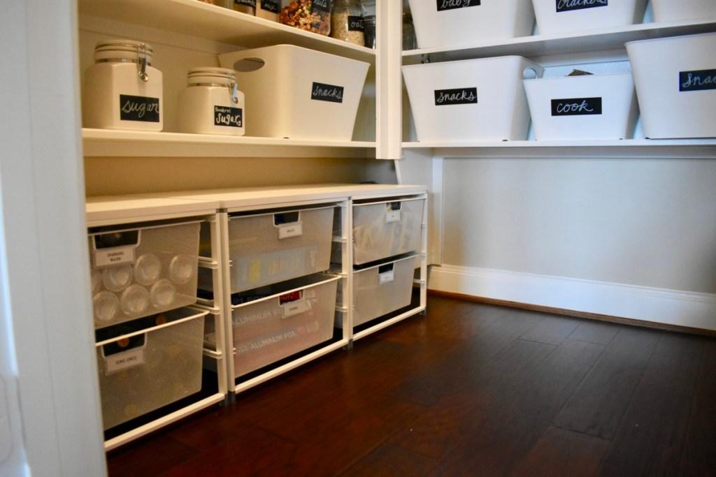 Pantry floor organized creative design