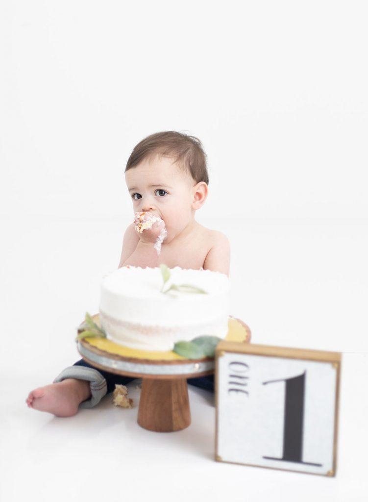 Simple cake smash, baby boy