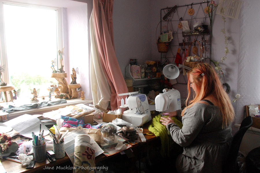 Jane Mucklow Photography FB 01_1367aeese 8x12 Helen sewing FBt