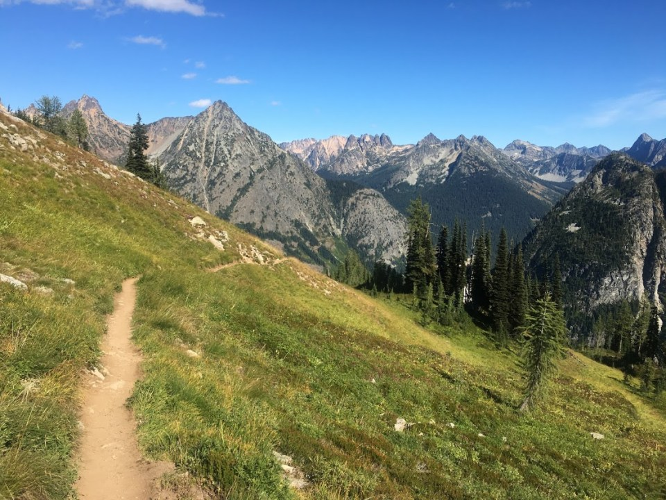 girls' weekend, hiking, north cascade national park, washington, mountains