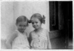 Ronny and her sister, 1945