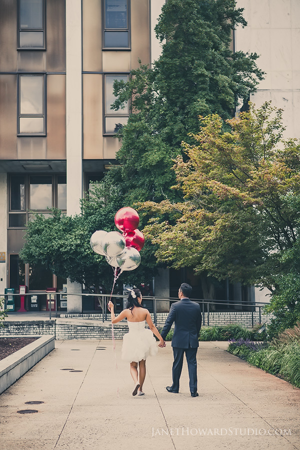 balloons engagement portraits
