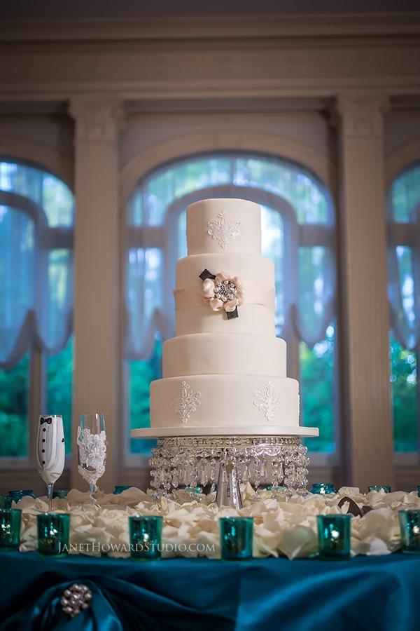 wedding cake at Callanwolde