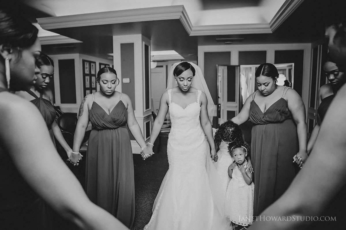 bride prayer before ceremony