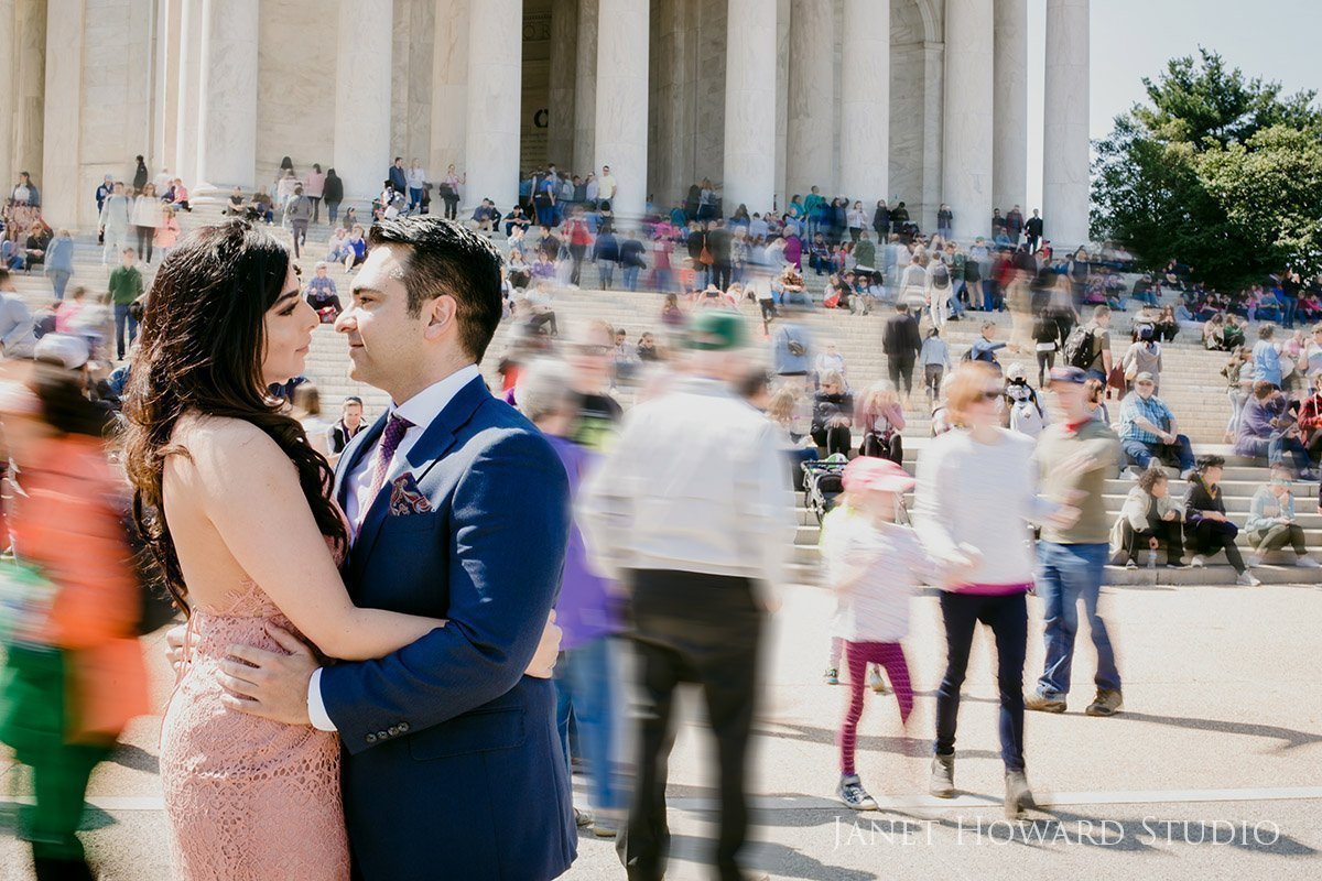 engagement photo at the Jefferson memorial