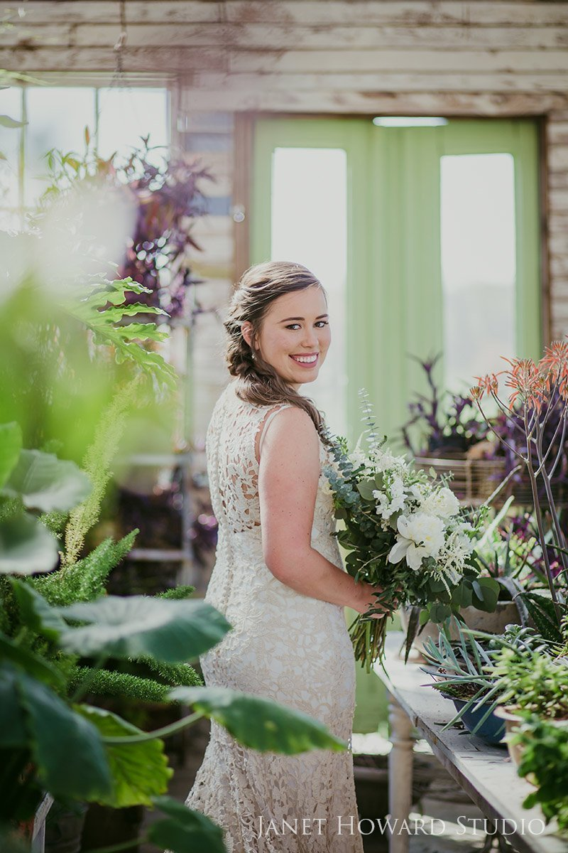 Bride photo in greenhouse