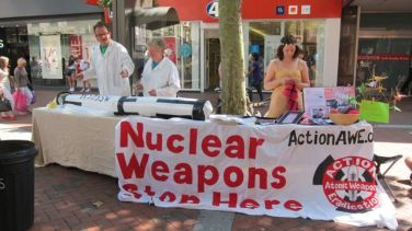 Peaceful demonstration in Reading against nuclear weapons