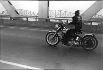 Crossing the Ohio, Louisville, 1966 Danny Lyon