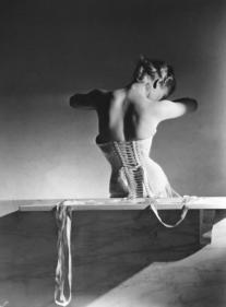 mainbocher-corset-paris-1939-by-horst-p-horst-c32076d