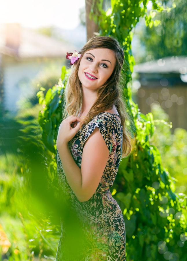 Marta - sesja zdjęciowa z modelką w ogrodzie