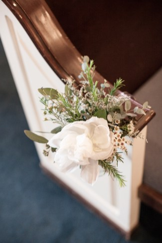 ceremony flowers at lake of the ozarks, pew flowers, white, wedding flowers