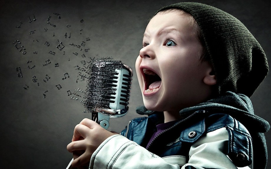 歌う子ども