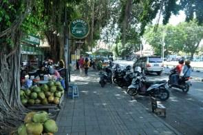 Yogyakarta. Zachwyca i nie pytajcie, czym. Jest zatłoczona, zakurzona, głośna, smrodliwa, czyli indonezyjski standard. ALE!