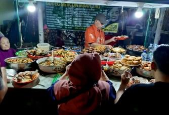 Jedliśmy głównie na ulicach, bo tam jedzenie czysto indonezyjskie dla Indonezyjczyków.