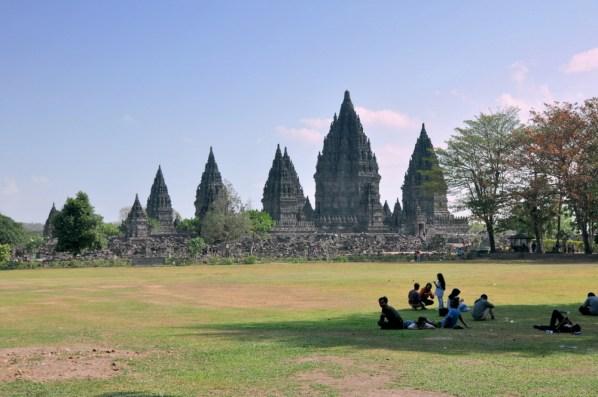 To, że Borobudur i Prambanam wybudowano w tym samych czasie, świadczy, że obie religie współegzystowały na Jawie. Pewnie by tak dalej było, gdyby nie islam, który dość brutalnie wyparł i buddyzm, i hinduizm, i lokalne wierzenia.