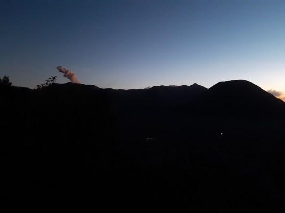Na Jawie bardzo wcześnie i bardzo szybko robi się ciemno. Godzina 18.