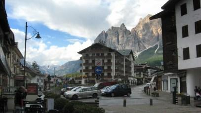 Cortina d'Ampezzo. Słynna z zimowej olimpiady i narciarskiej otoczki.