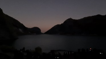 W nocy wybraliśmy się do krateru wulkanu Idżjen. Złamaliśmy się i skorzystaliśmy z pomocy miejscowego przewodnika. Poznaliśmy Sama, mieszkańca Liczin, którego życie jest nierozerwalnie związane z wulkanem.