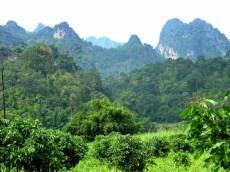 Góry krasowe w okolicy Doi Chiang Dao, co raz bliżej granicy z Birmą.
