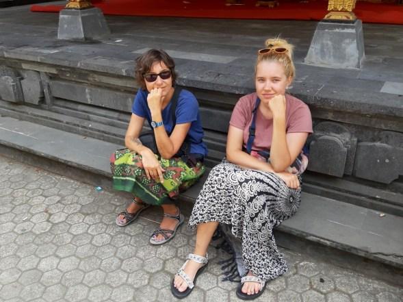 A my tak sobie z boku przycupnęłyśmy i obserwowałyśmy życie świątynne balijczyków.