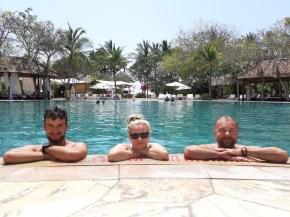 Dwa dni, jedna noc... Taki akcent na koniec ;) Prezent od bratostwa! Baaardzo fajnie było popławić się chwilę w luksusie :) Ale gdybyśmy tylko tu spędzili nasze balijskie wakacje, to nie poznalibyśmy Bali...