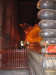 Wat Pottaram, leżący złoty Budda.