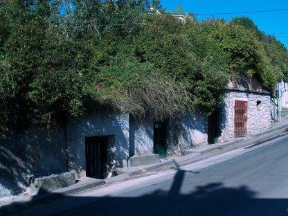 Eger - Dolina Pięknej Pani. Stare zapleśniałe, chłodne piwnice z wielkimi bekami pysznego wina. Czyli to, co na Węgrzech najlepsze.