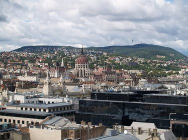 Widok z wieży Bazyliki na Parlament...